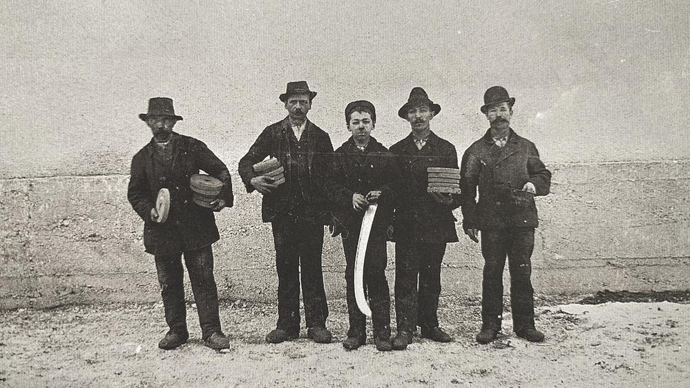 Bild von Schleifern, Aufn. um 1900