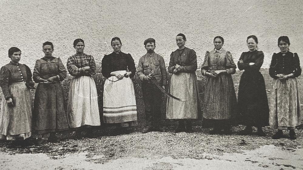 Bild: Bis cirka 1895 wurden Frauen lt. Fabriksordnung nicht beschäftigt. Danach wurden sie hauptsächlich in der