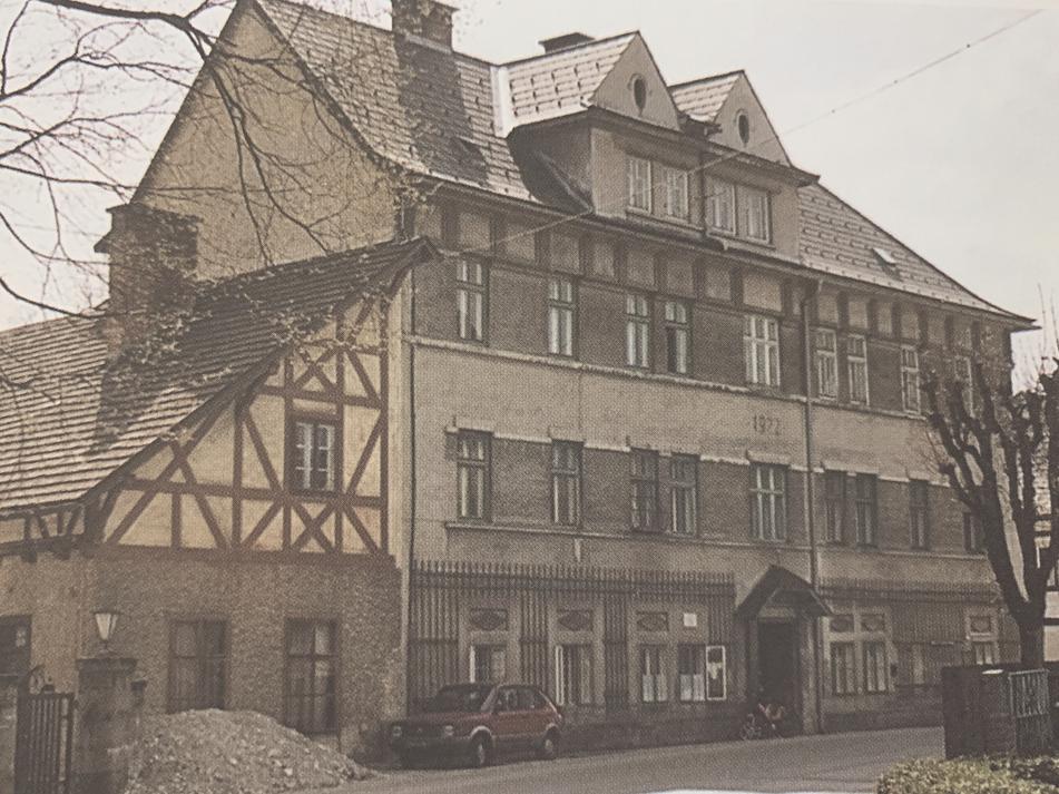 Foto eines Wohnneubaus. Im Jahr 1922 im Zuge der letzten großen Ausbauphase der Scharnsteiner Sensenindustrie errichtetes Wohngebäude.
