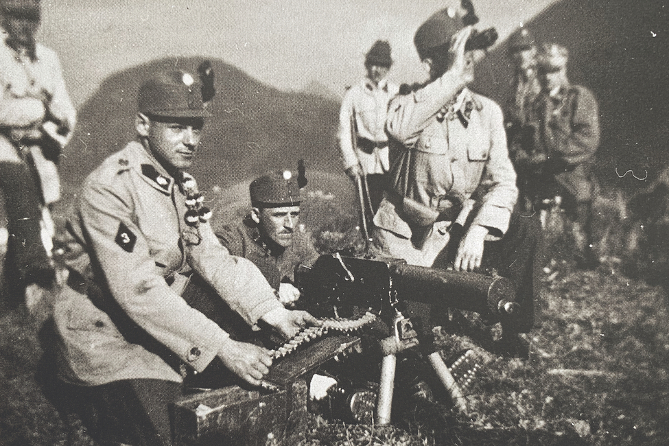 Foto einer Heimwehrübung im Almtal, Aufn. am 15.04.1934