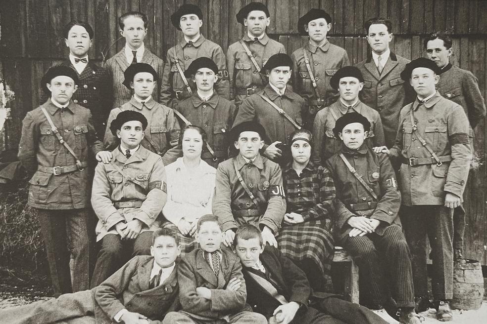 Fotos des Jugendordners der Sozialistischen Arbeiterjugend Scharnstein. Sie wären im Februar 1934 bereit gewesen, den Widerstand der Sozialdemokraten gegen die Zerschlagung von Demokratie und Arbeiterbewegung mitzutragen.