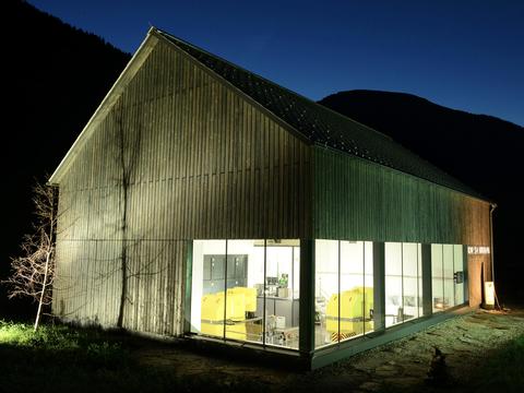 Nachtaufnahme der Außenansicht Kraftwerk Großsölkbach